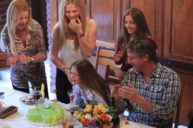 Divorciados en 2002, Federico Sigal y Mariel Aguilar aún festejan juntos el cumpleaños de su hija Alexia