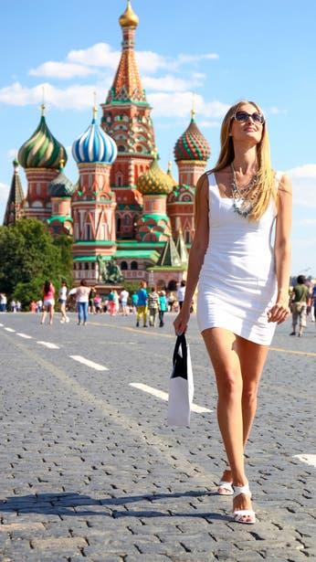 Taco alto, pieles cortas y mini faldas: estas son las bases de la moda rusa