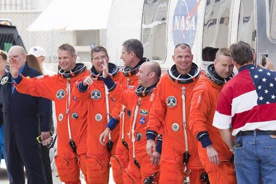 Comandante Ken Ham, el piloto Tony Antonelli, especialistas de la misión Garrett Reisman, Good Michael, Bowen Steve y Piers Sellers son quienes viajaran en esta misión. Foto: AFP