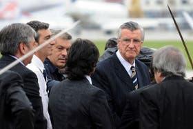 Gioja junto al ministro Randazzo y otros funcionarios en el velorio de Néstor Kirchner