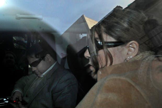 Marcela y Felipe Noble Herrera llegan para sacarse sangre