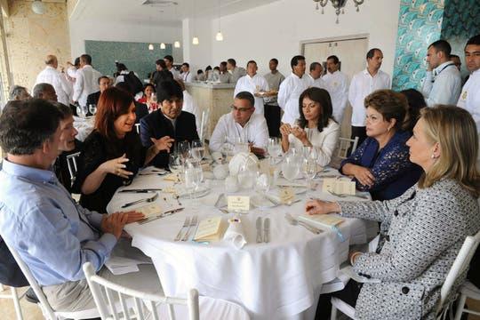 Cristina Fernández habla en un almuerzo a Hillary Clinton y Dilma Rousseff. Foto: EFE