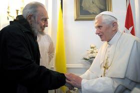 La última foto que trascendió de Fidel, en marzo, junto al papa Benedicto XVI