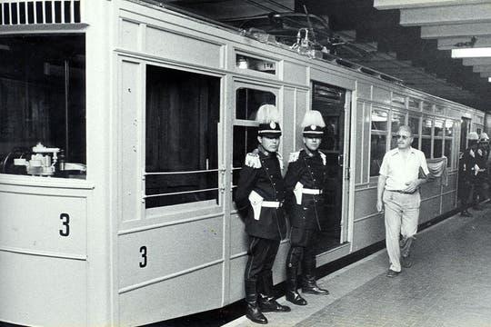 Formación de la Línea A que realizó un viaje especial en el 70 aniversario del primer subterráneo; diciembre de 1983.. Foto: Archivo