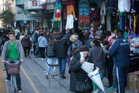 Entre los puestos ilegales de la zona de Once crece el robo de celulares y tablets