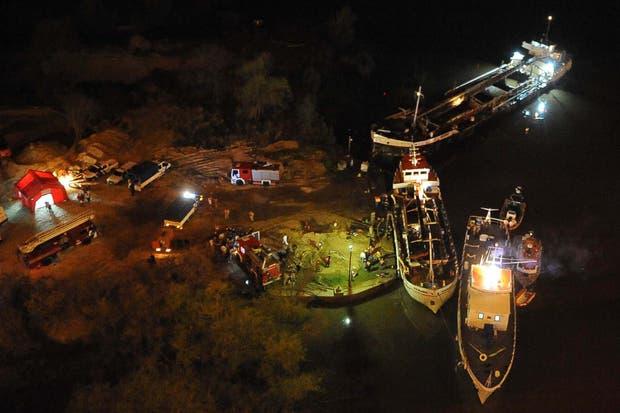 El accidente ocurrió en un barco carguero que se encontraba amarrado en un muelle debajo del puente Mitre, en el complejo Zárate Brazo Largo