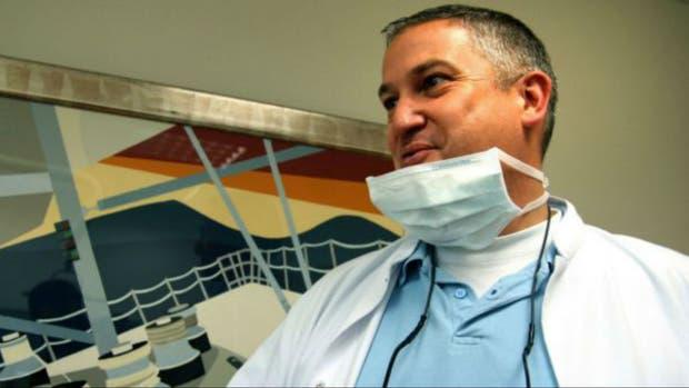Van Nierop, es el dentista en el ojo de la tormenta