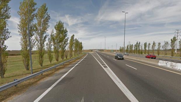 Hallan cadáver a la vera de la Autopista La Plata-Buenos Aires