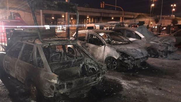Así quedaron los autos en el estacionamiento del Hospital Posadas