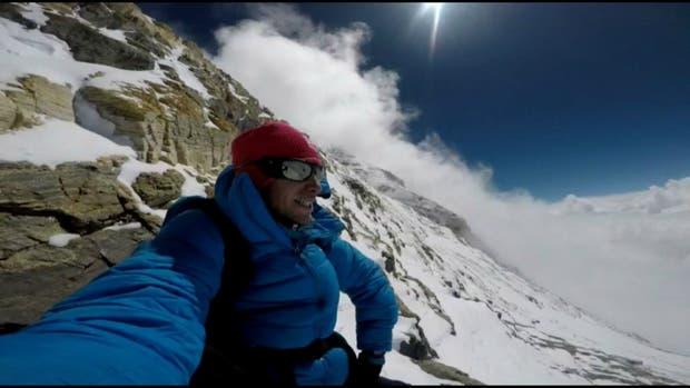 Kilian Jornet vuelve a coronar el Everest en apenas 17 horas