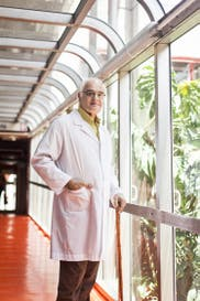La historia del médico que hizo 50 trasplantes infantiles en el Garrahan