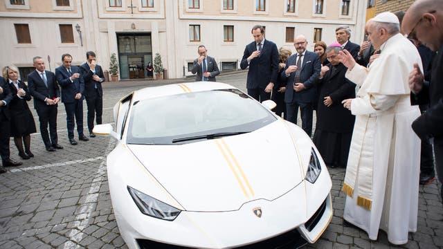 Francisco recibió de regalo un Lamborghini y decidió subastarlo para obras de caridad