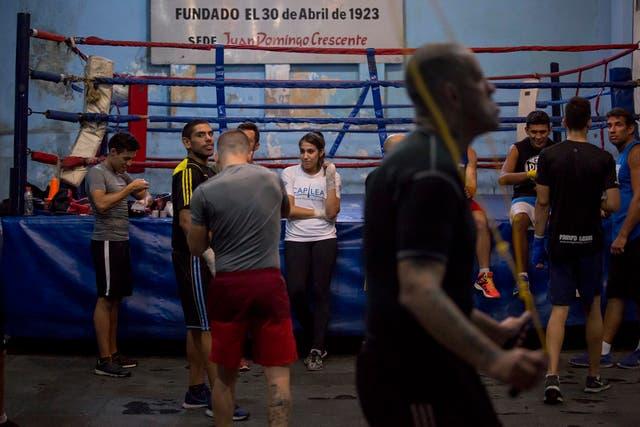 Carabajal tiene dos cinturones: el título latino de CMB y el título argentino