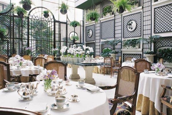 El jardín de invierno de L´Orangerie, un tradicional lugar de encuentro de Buenos Aires. Foto: Gentileza Alvear Palace Hotel