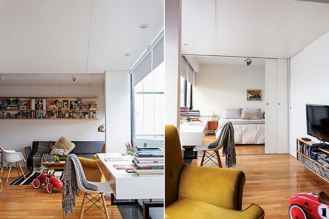 Una puerta corrediza permite integrar los ambientes, lo que acentúa la sensación de amplitud