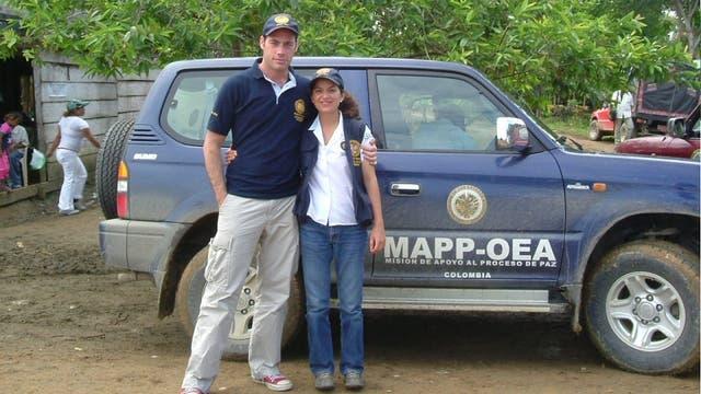 Durante la desmovilización de las Autodefensas Unidas de Colombia, con la OEA (2006)