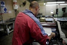 En el penal de Ezeiza, algunos detenidos trabajan en la imprenta