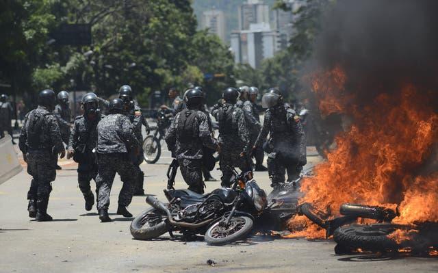 Hubo violencia en las calles a raíz de las protestas de grupos opositores