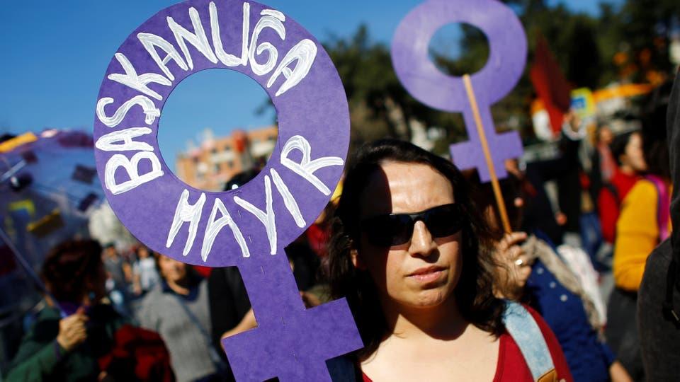 Manifestantes en las calles de Estambul, Turquía. Foto: Reuters / Murad Sezer