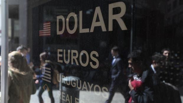 Por primera vez superó los 18 pesos — Dólar imparable