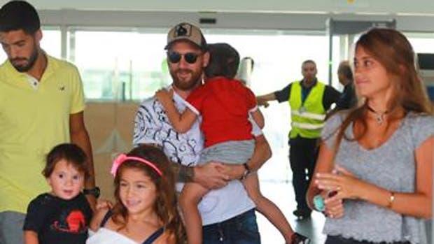 Messi junto a su mujer, Antonela, y sus hijos, más Luis Suárez y su familia