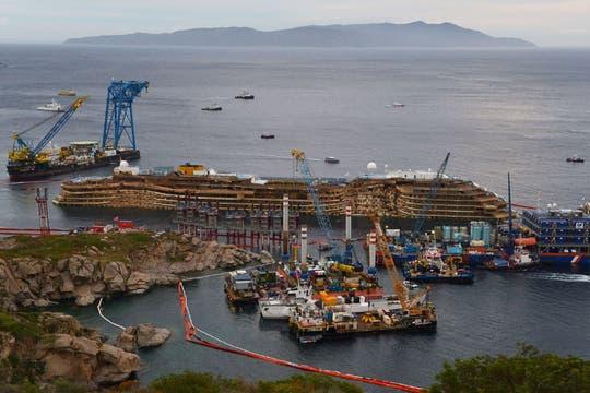 El Costa Concordia tiene una longitud de más de tres canchas de fútbol, casi 300 metros. Foto: AFP