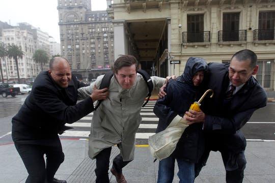 Una violenta tormenta azota el sur de Uruguay provocando graves destrozos. Foto: Reuters