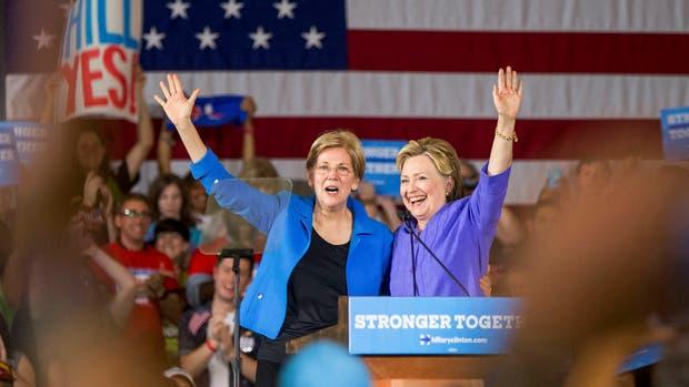 Hillary Clinton junto a Elizabeth Warren
