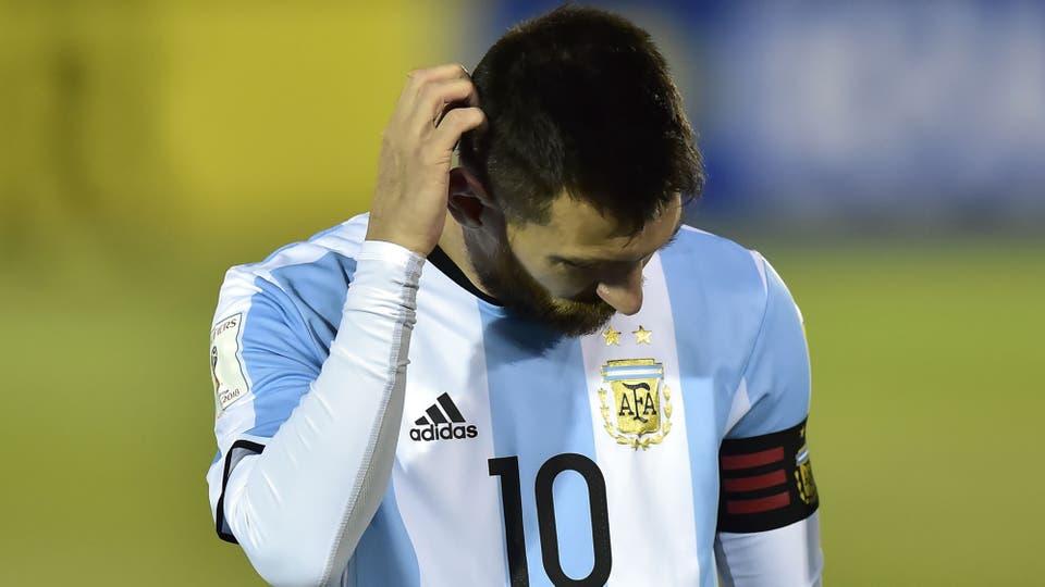 Lionel Messi, a todo nada jugo con amor propio y la preocupación de quedar afuera. Foto: AFP