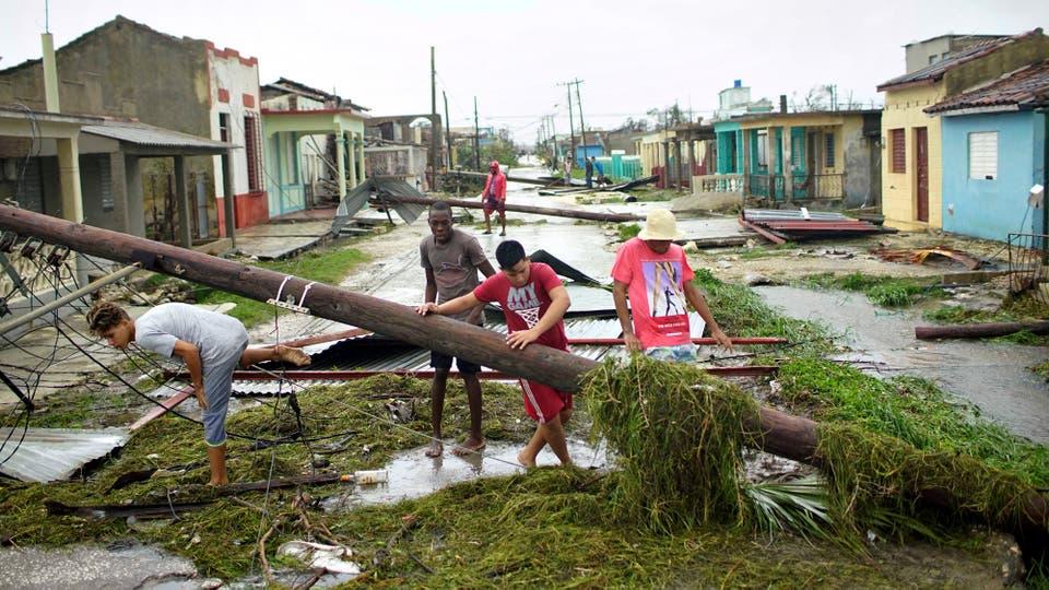 Los destrozos que dejó el Huracán Irma en un barrio de La Habana. Foto: Reuters / Alexandre Meneghini