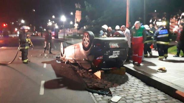 Recoleta: un joven murió al volcar el auto que conducía frente a Plaza Francia