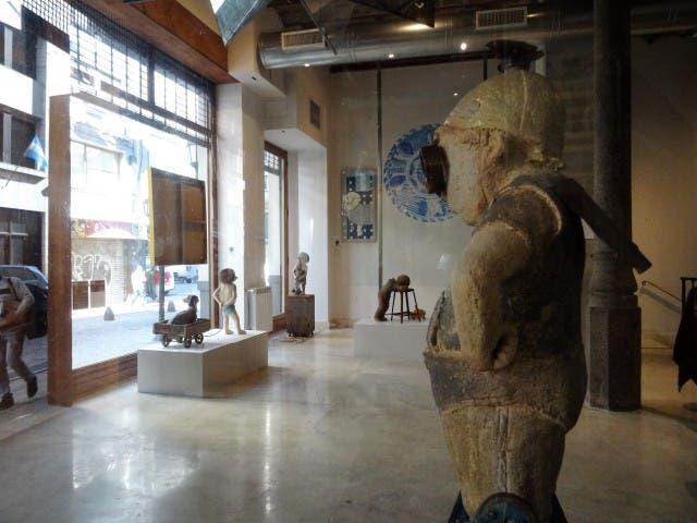 Una galería de arte en el acceso del Pasaje Belgrano o Casa Lepage Art Hotel