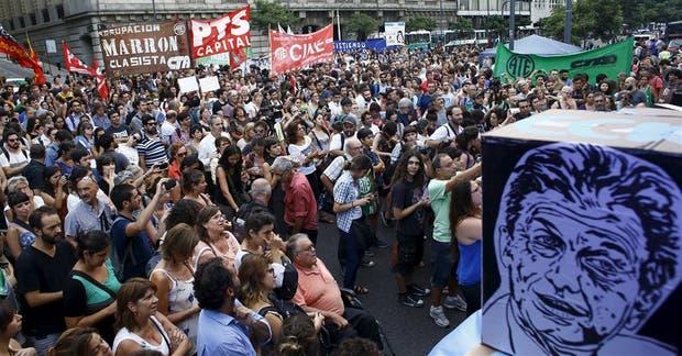 La movilización por los despidos, frente al Centro Cultural Kirchner
