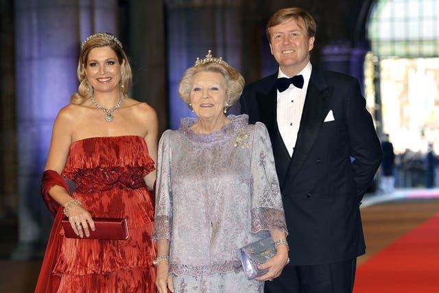 Máxima, junto a su esposo y su suegra, la reina de Holanda, en su última cena antes de la coronación