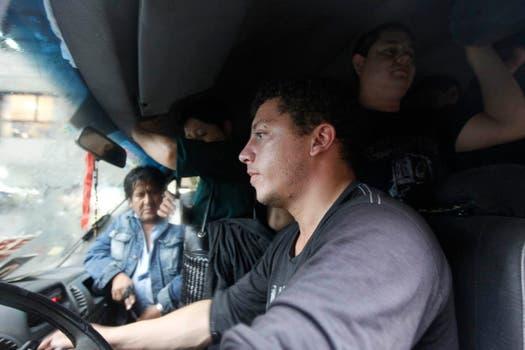 Ante la falta de gran parte del transporte público, muchos decidieron salir en auto, por lo que en las calles circulan muchos más vehículos particulares que los que se pueden ver cualquier día de semana. Foto: LA NACION / Santiago Filipuzzi