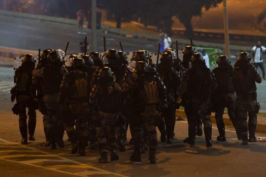 Un fuerte operativo policial fue desplegado en Río de Janeiro para contener la protesta. Foto: AP