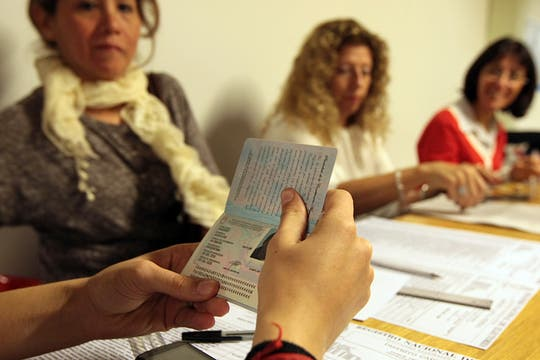 Los comicios se desarrollan con normalidad, gran parte del electorado ya emitió su voto. Foto: LA NACION / Miguel Acevedo Riú
