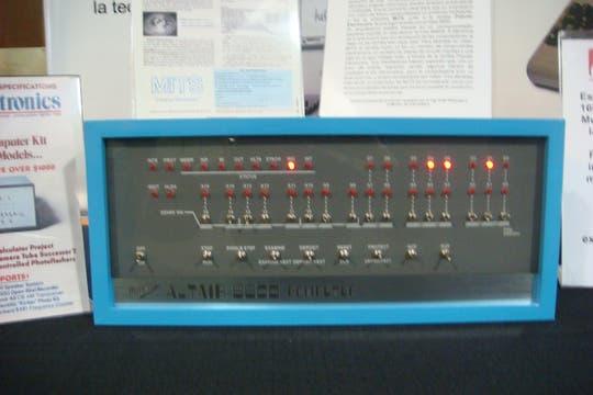 El museo también cuenta con una réplica de la Altair 8800, la computadora que le dio el puntapie inicial a Microsoft como desarrolladora de software. Foto: Gentileza Museo de Informática