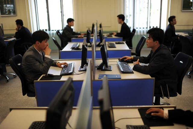Estudiantes de la Universidad Kim Il-Sung en Pyongyang. El hermético país asiático cuenta con empresas desarrolladoras de aplicaciones para teléfonos inteligentes, software y sistemas informáticos