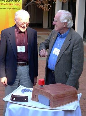 Bill English y Doug Engelbart, en los festejos del 40 aniversario de la presentación del mouse