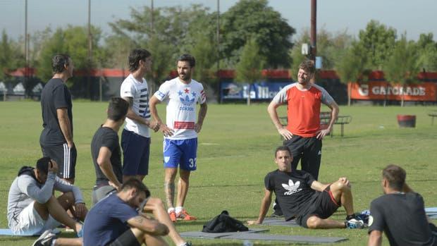Los futbolistas, enojados con la dirigencia