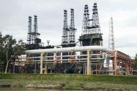 Zona afectada por el fuego en la refinería de Ensenada, el día después del incendio