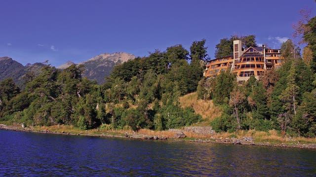 Un spa de lujo entre bosques de arrayanes y al pie del lago Nahuel Huapi
