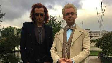 David Tennant es el demonio Crowley, y Michael Sheen el ángel Azifarel