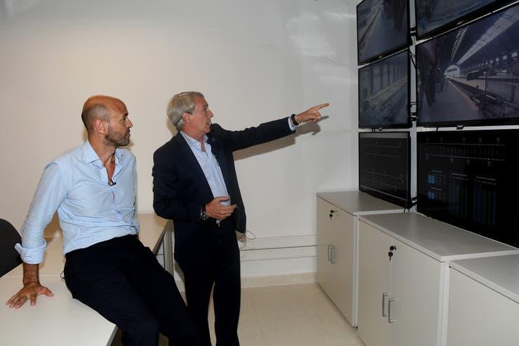 El ministro de Transporte de La Nación Guillermo Dietrich recorrió el subsuelo de la estación de Retiro del ramal Mitre, junto a Marcelo Orfila, presidente de Trenes Argentinos