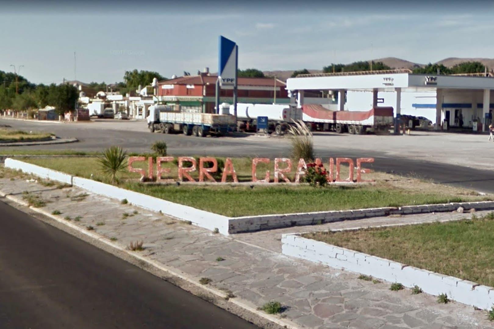 Sierra Grande tuvo su tiempo de gloria desde 1969 hasta 1991, cuando un decreto de Carlos Menem ordenó cerrar la mina de hierro de la que vivían la mayoría de sus habitantes