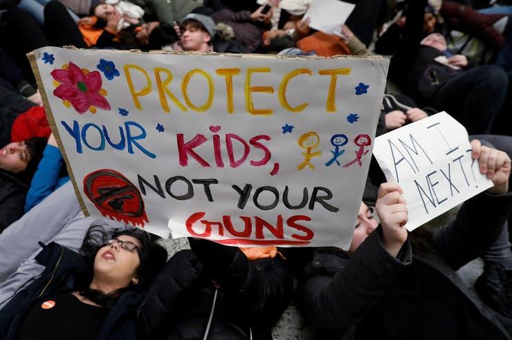 Tiroteo en EE.UU.: a un mes de la masacre, miles de estudiantes salen de sus aulas para marchar