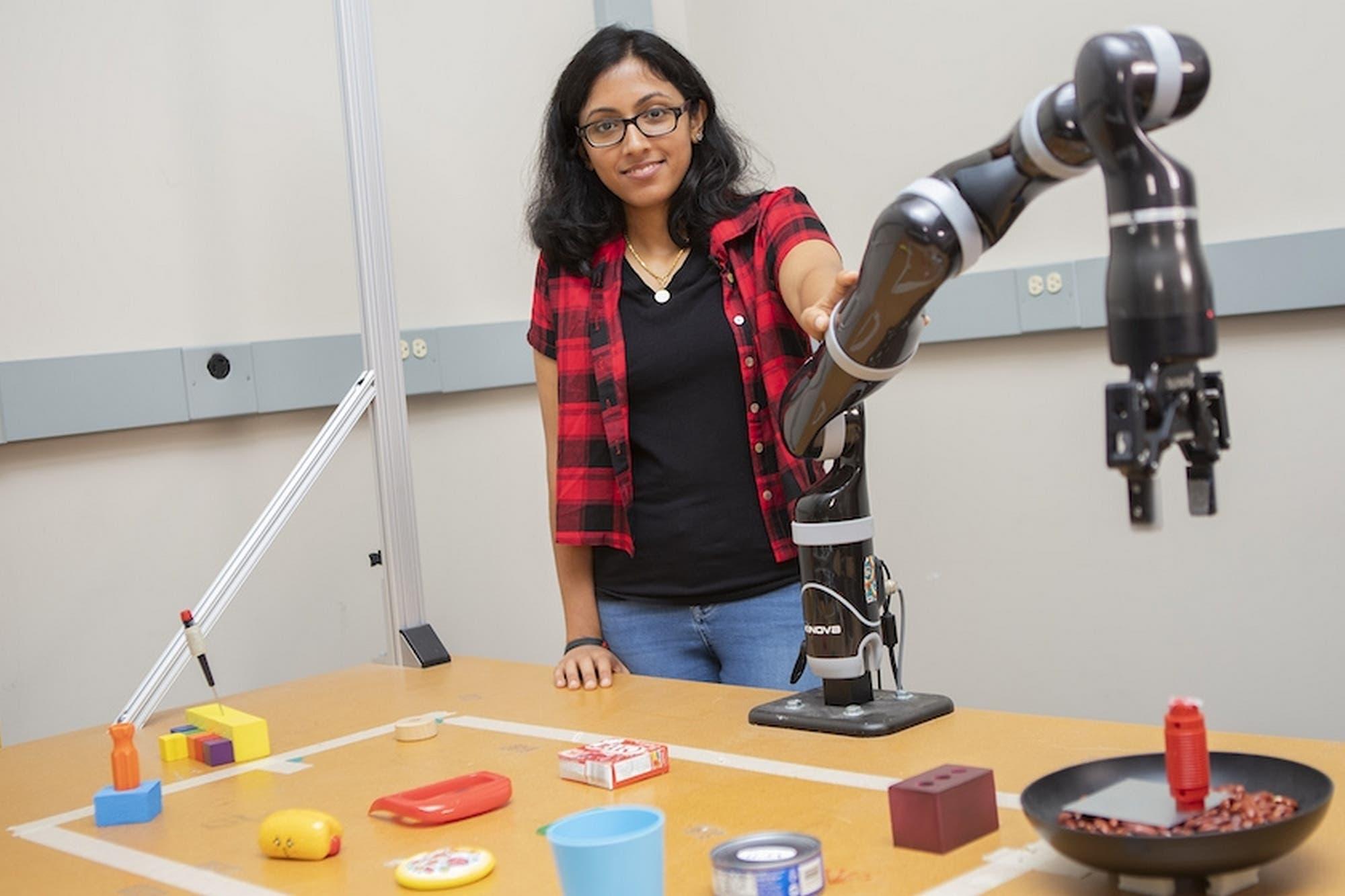 Como MacGyver, este brazo robot puede crear sus propias herramientas con los objetos que tiene a su alcance