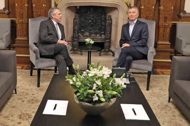 Lo hizo antes de que arranquen las reuniones de transición entre los dos gobiernos, el actual y el futuro
