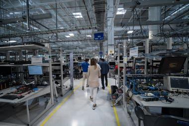 Bancos de pruebas del centro de control de calidad que tiene Intel en Guadalajara